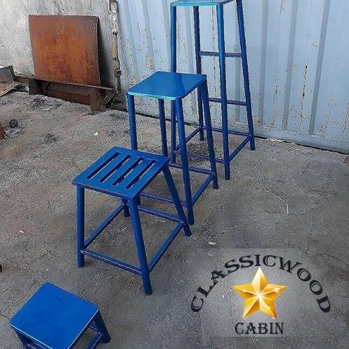 چهارپایه فلزی